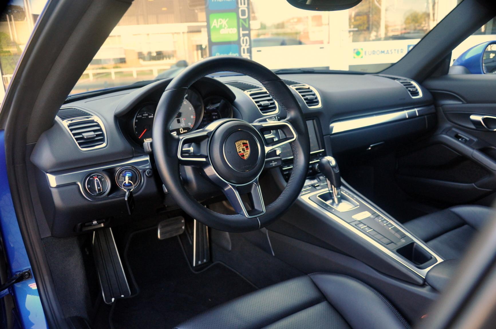 Porsche-Cayman-1