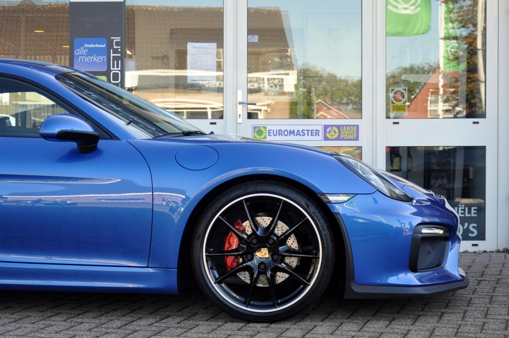 Porsche-Cayman-34