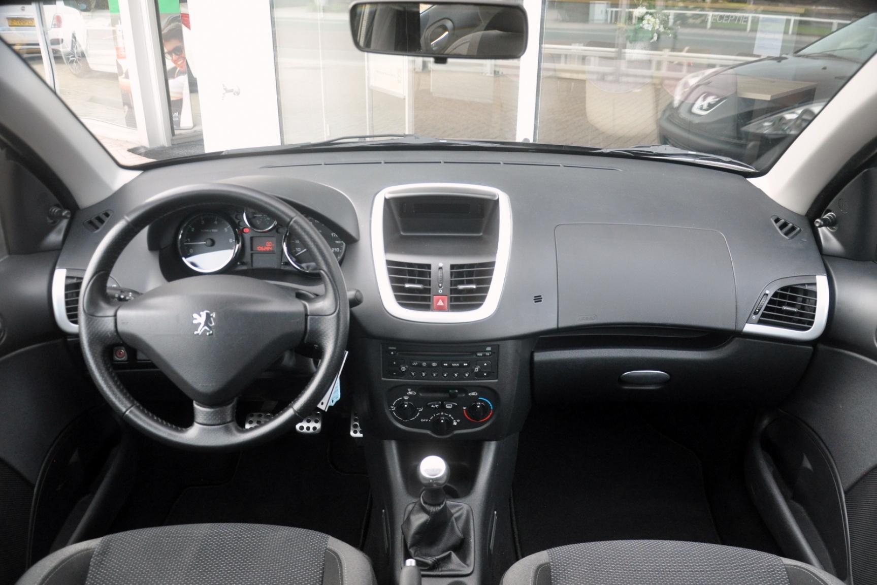 Peugeot-206+-15